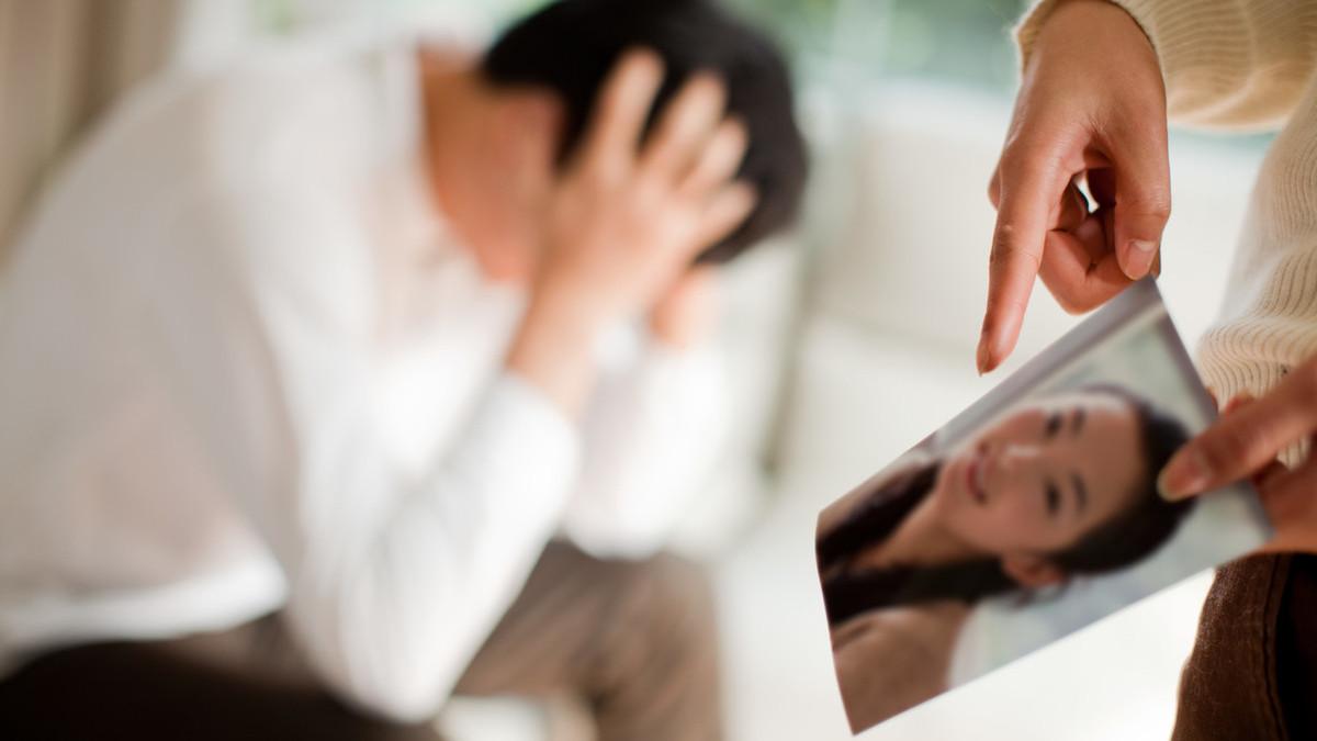 出轨老公_出轨给老公找情人_老公总怀疑曾出轨的老婆对吗