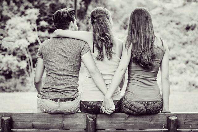 结婚后出轨_女方结婚出轨男方打人犯法吗_女人出轨后和情夫结婚