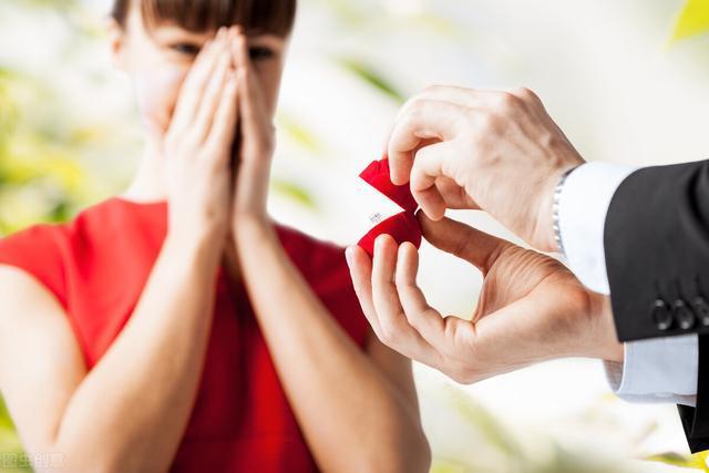 女人出轨后和情夫结婚_女方结婚出轨男方打人犯法吗_结婚后出轨