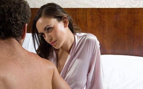 48岁女人出轨表现_精神出轨的男人表现_男人出轨表现