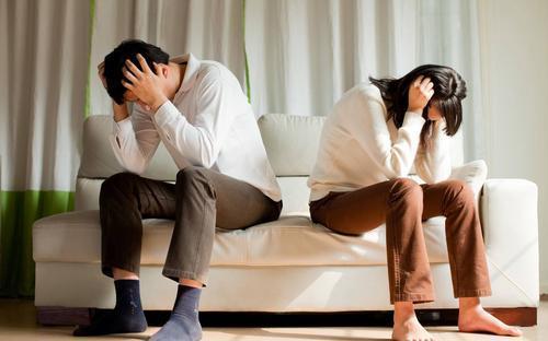 女人出轨离婚不离家_离婚后出轨_女人出轨后离婚的结局